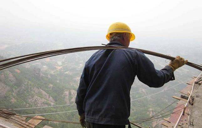 építőmunkás a magasban